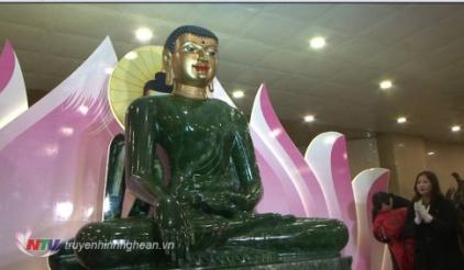 Chùa Đại Tuệ cung nghing Phật Ngọc Hòa Bình thế giới